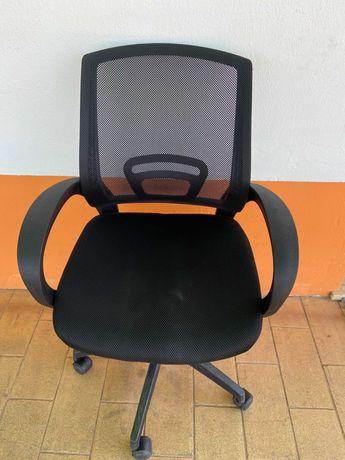 3 Cadeiras De Escritório