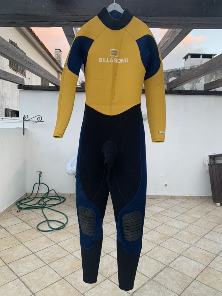 Vendo fato de surf billabong M
