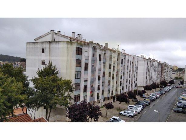 Apartamento T2 com arrecadação