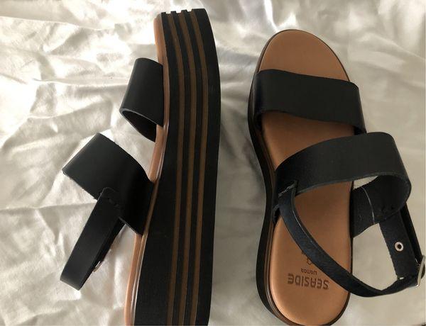 Sandalias de couro escuro novas