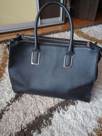 Czarna duża torebka