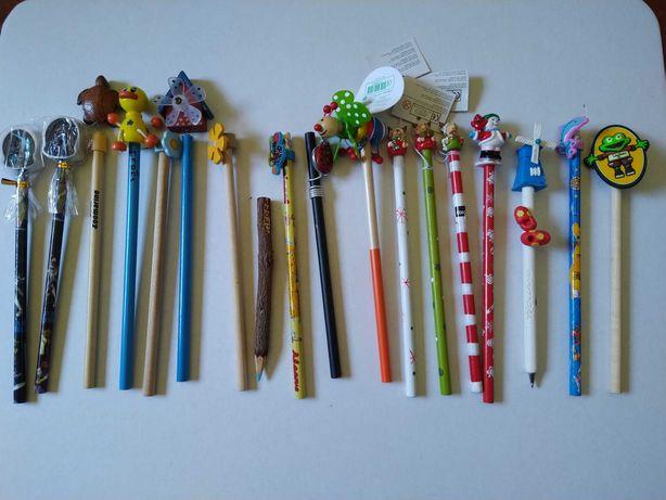 Lote de 17 lápis e uma caneta