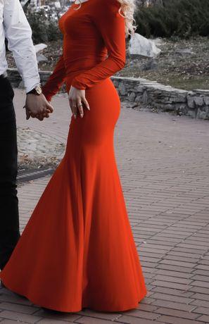 Платья миди на красное с розрезом на колене,очень ефектное!s-m