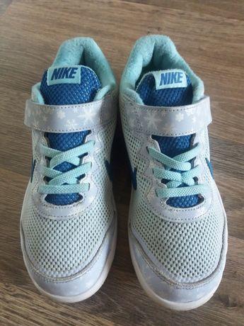 Кроссовки Nike  р.33