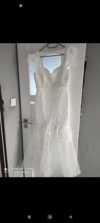 Długa wyjątkowa suknia ślubna
