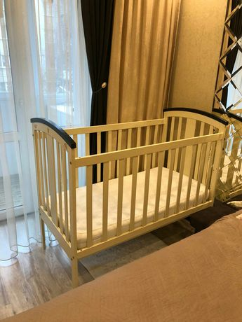 Дитяче ліжечко з матрацом