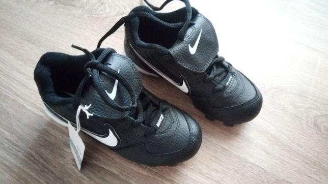 Бутсы для начинающего футболиста Nike найк