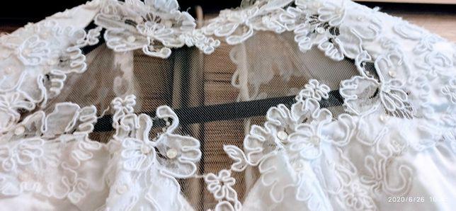 Suknia slubna +halka z falbankami.
