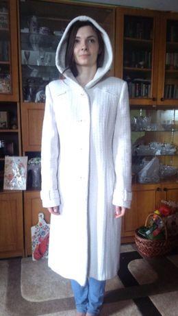 Белое демисезонное пальто Raslov