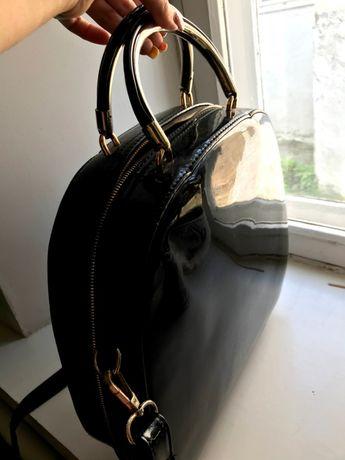 Лаковая сумка в хорошем состоянии