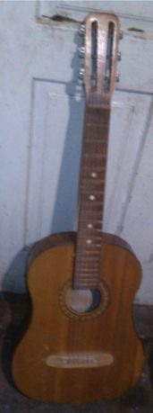 Гитара 6-струнная из времëн СССР,б/у,струны есть