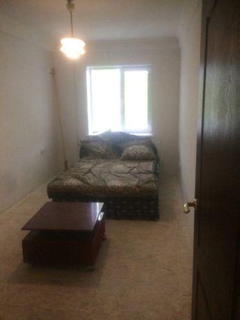 Продам 2-х комнатную квартиру г.Торез, 1 микрорайон.5000$торг