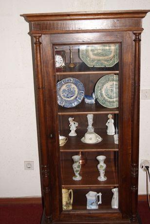 Armário antigo bonito