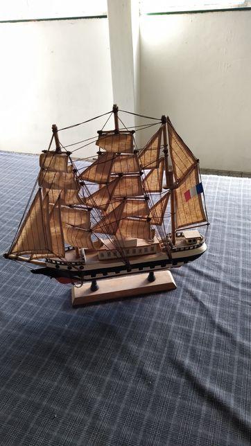 Barcos feitos à mão - pesca e vela