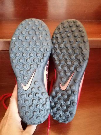 Chuteiras Nike Mercurial x número 37.5
