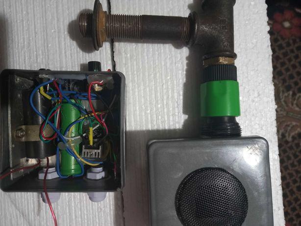 Аккумуляторный вентиляторный блок для коптильни дымогенератора.