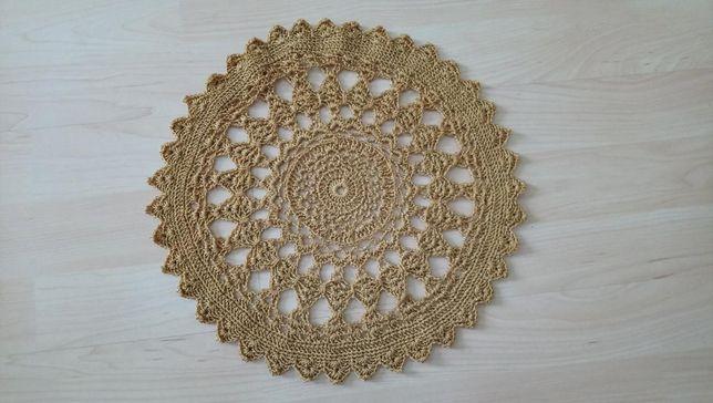 serweta średnicy 33 cm ręcznie robiona złota , na święta , prezent