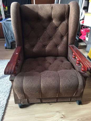 Stary fotel uszak do renowacji prl