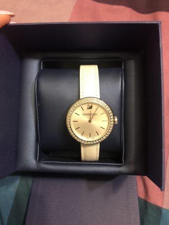 Zegarek swarovski kryształki biały pasek