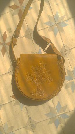Продам кожаную сумку ручной работы с тиснением.