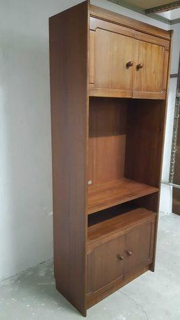 Estante com armários