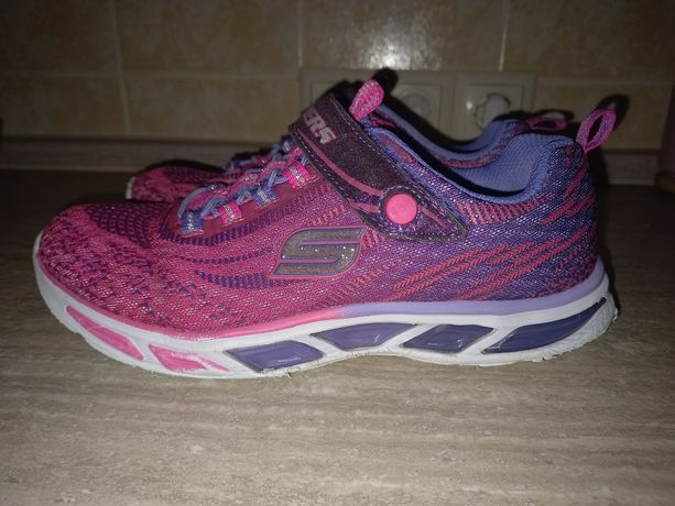 Продам брендовую обувь Nike,Adidas,Skechers,Levis,Demix для девочки