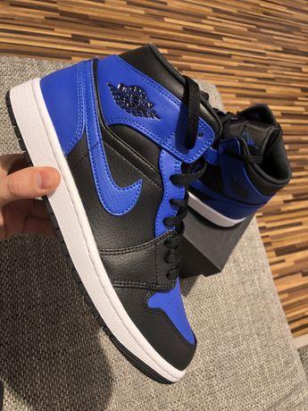 Air Jordan 1 Mid Hyper Royal jak Nike Dunk