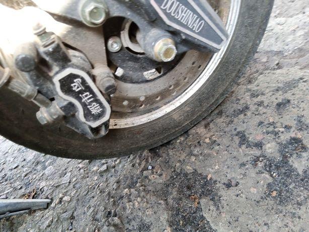 Колесо на 10 в сборе с дисковыми тормозами для скутера