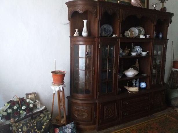 Móvel de sala antigo com cristaleiras/vitrine