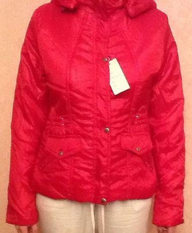 Продам красную модную куртку