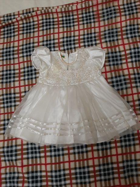 Нарядное фатиновое платье с пайетками и бусинками.