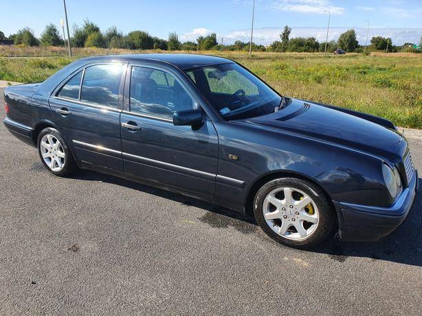 Mercedes E Klasa 2.2 diesel Nowe OC i PT Ładny Lakier