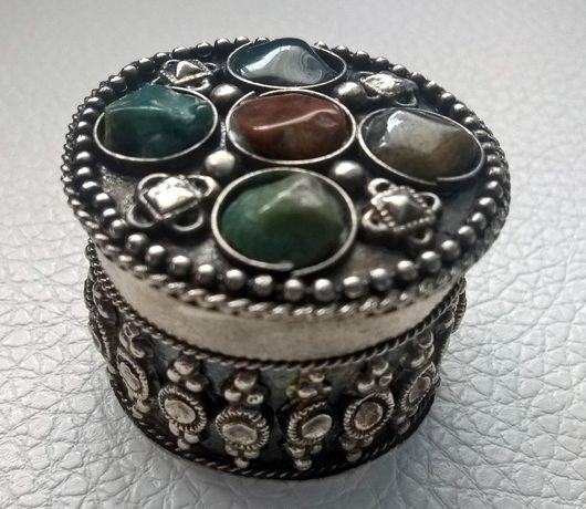 Pudełko ozdobne cynowe z kamieniami