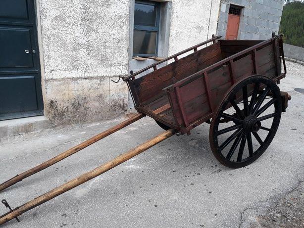 Carroça antiga em ótimo estado