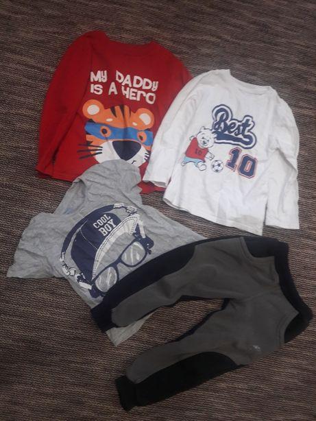 Пакет вещей. Джинсы, рубашка, спортивный костюм.