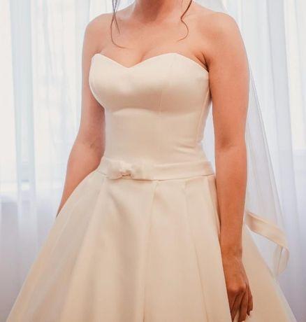 Свадебное платье, б/у, одето 1 раз, не венчанное