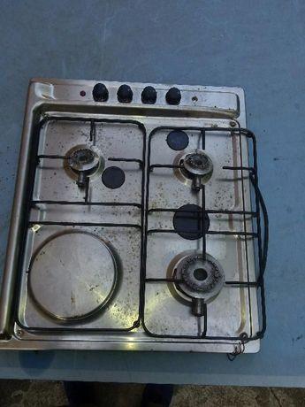 Placa de fogão com três discos três a gaz e um elétrico.