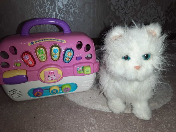 Продам кошечку игрушку hasbro 2009 мурчит мяукает ходит