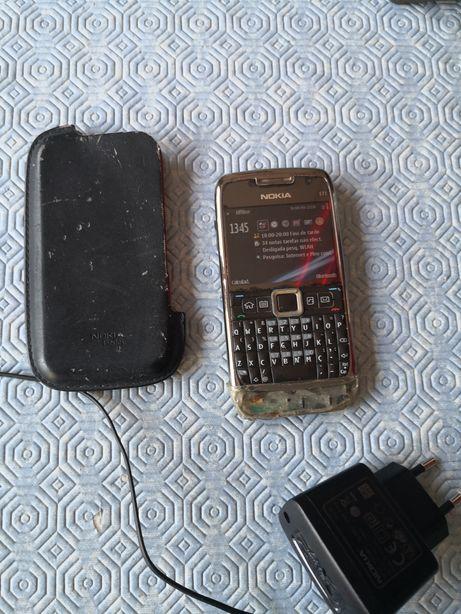 Nokia E71 Cizento a funcionar. Bloqueado Meo. Possui uma peça partida.