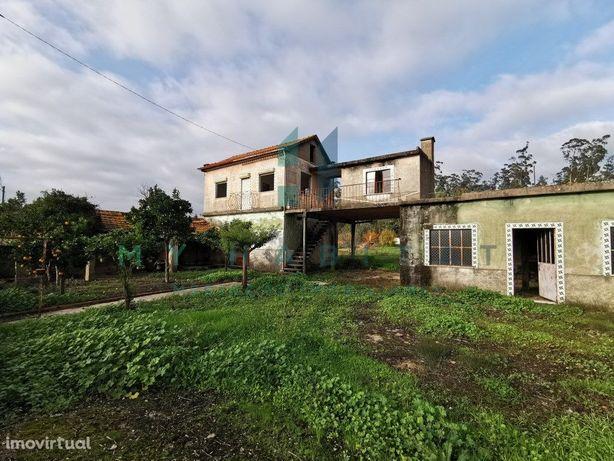 Moradia com terreno para reconstruir em Ançã