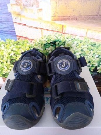 Літні сандалі із закритим носочком