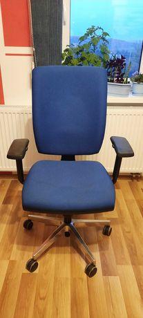 Fotel obrotowy niebieski