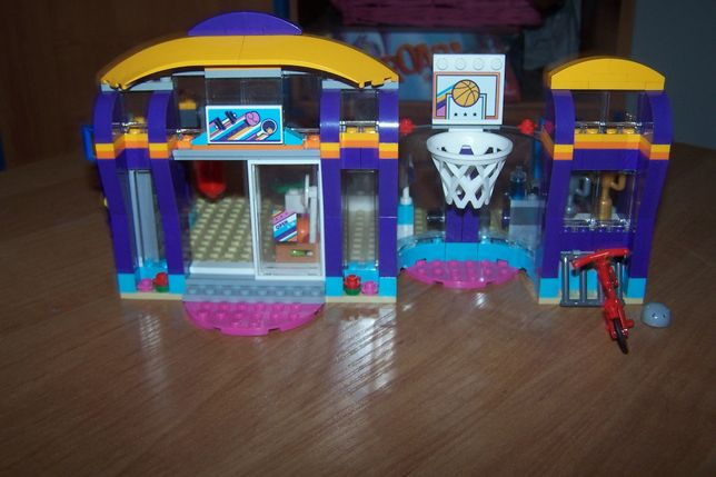 Lego Friends -centrum sportowe w Heartlake