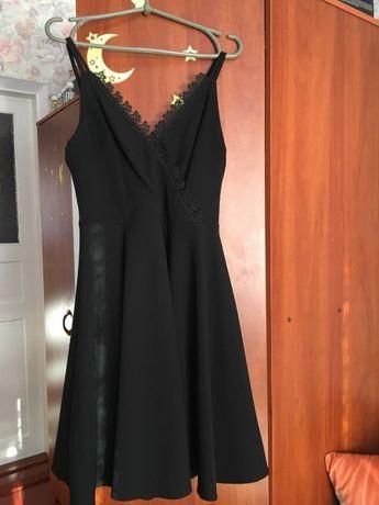 Продам класичне чорне плаття.