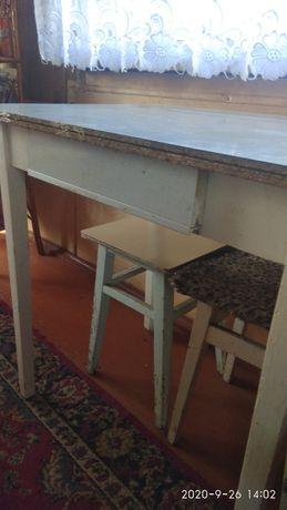 Стол кухонный, тумбочка,книжные полочки, зеркало.