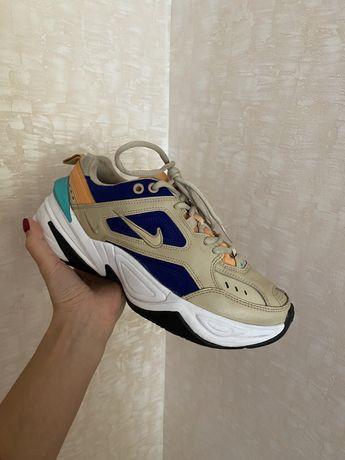 Женские кроссовки Nike Tekno