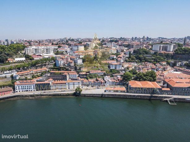 Hostel em frente ao Rio Douro!!