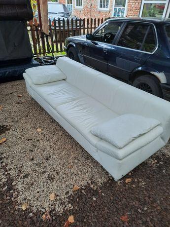 Продам шкіряний диван.