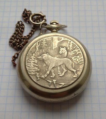 Часы карманные Молния Волки на охоте