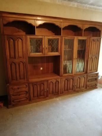 Armário de sala em madeira
